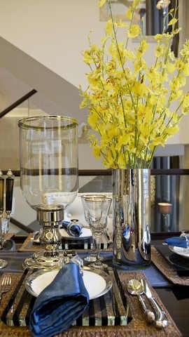 花瓶和餐桌