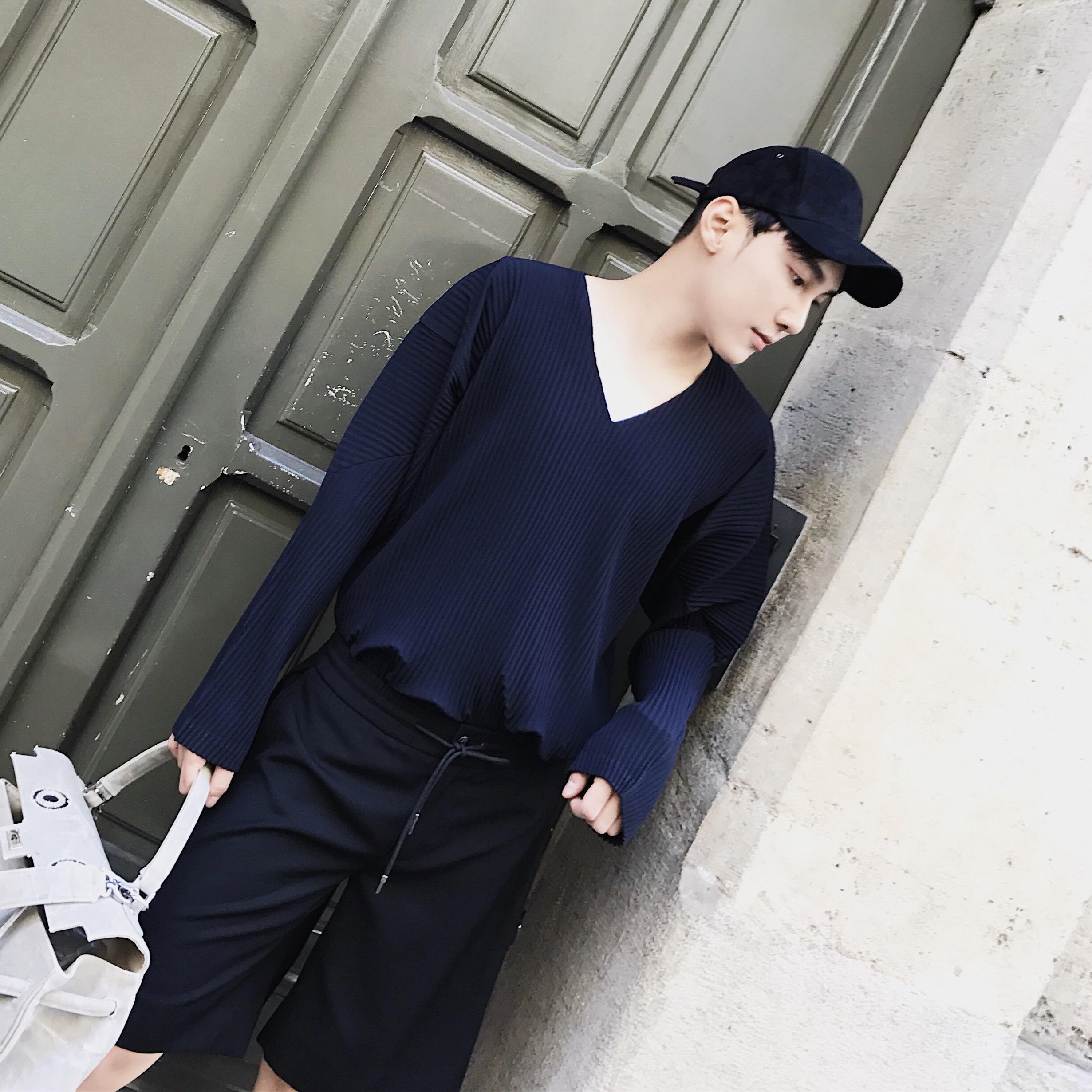 @威廉威17秋冬新款 巨显气质 特殊工艺褶皱V领长袖T恤