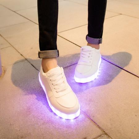 春夏小白鞋荧光运动鞋情侣夜光学生男女单鞋发光彩灯充电