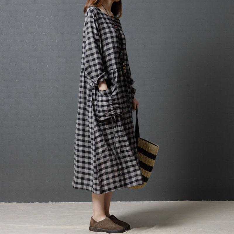 十暮棉女秋装新款2017韩版宽松大码女装时尚棉麻格子圆领连衣裙