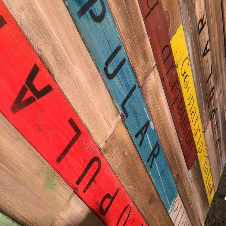 复古做旧木板彩色实木工装loft电视背景墙店面咖啡店