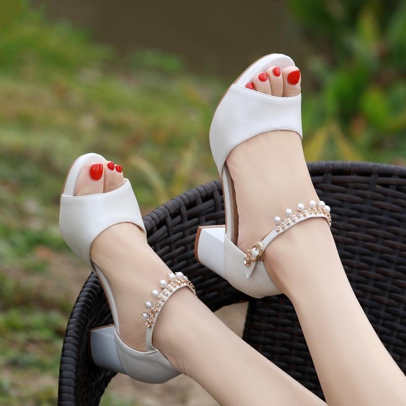 天天防水甜美夏季中跟一字扣水钻女士凉鞋