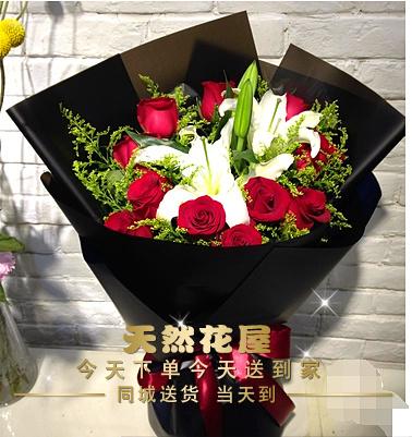 岳阳鲜花店11朵红香槟玫瑰2枝百合鲜花礼盒岳阳楼云溪区同城速递